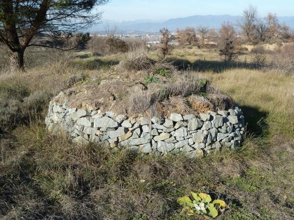 Abris à hérisson en pierre sèche