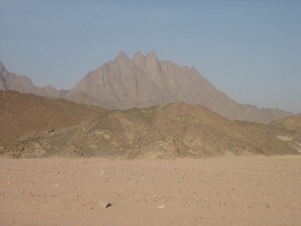 Désert de roches et de sable