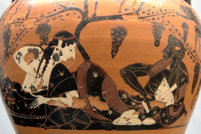 Dionysos et Ariane allongés sous des grappes de raisins.