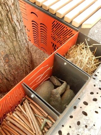 Matériaux utilisés dans un banc Refuge (en option) à Paris 12, réfléchis en collecte et production circuits courts