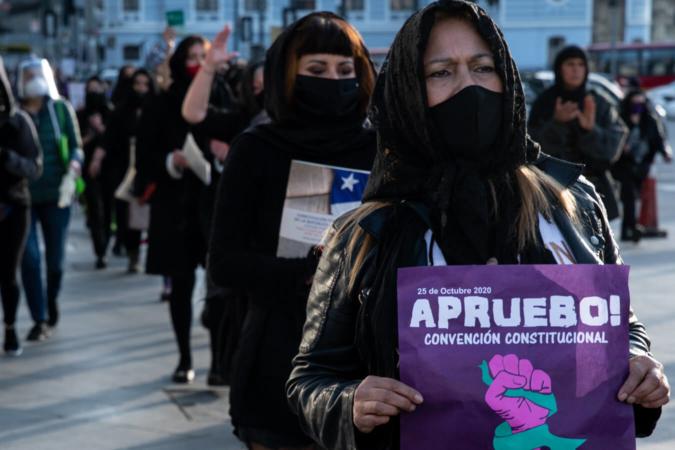 Performance artistique féministe, juste avant le vote pour une nouvelle Constitution au Chili