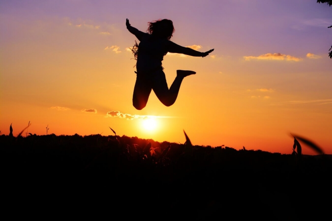 Personne sautant de joie