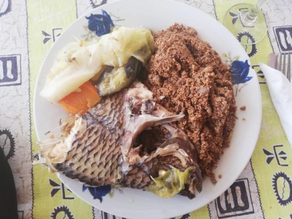 Plat de poissons et graines de Nénuphars blan des étangs