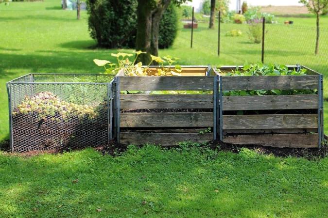 Trois unités de compostage en parc