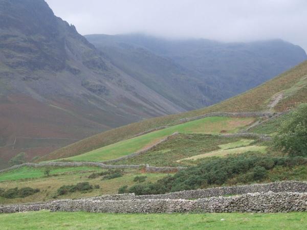 Un mur de pierre sèche à Cumbria