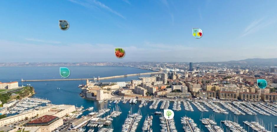 Vue panoramique du vieux port de Marseille